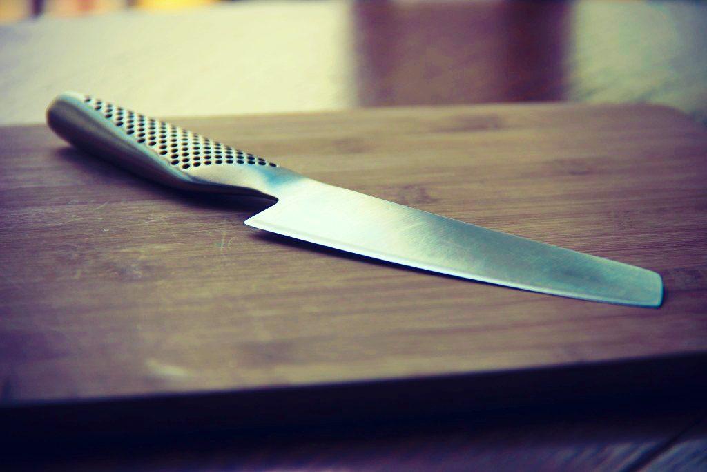 comment-utiliser-un-couteau-de-cuisine-bases-de-la-cuisine-11