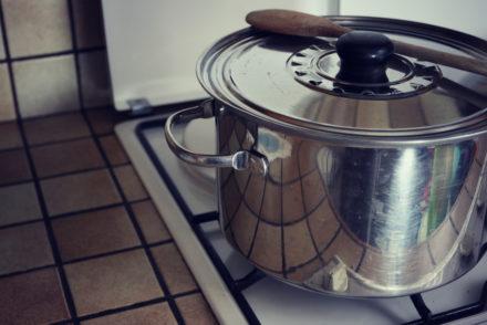 ASTUCES DE CUISTOT : Comment tenir un plat chaud et éviter de se brûler?