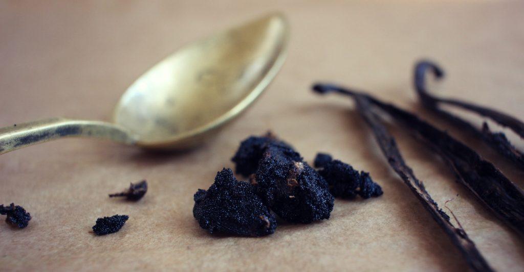 comment-enlever-graines-gousse-de-vanille-techniques-de-cuisine