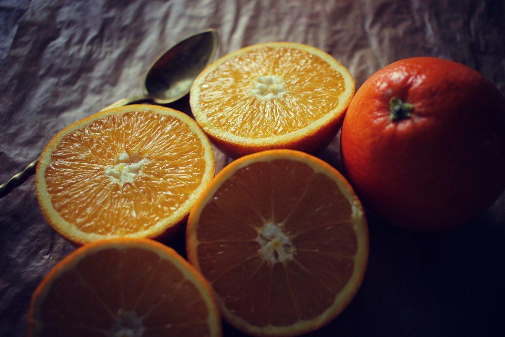 dans-quel-sens-couper-une-orange-en-2-jus-orange-bases-cuisine-4