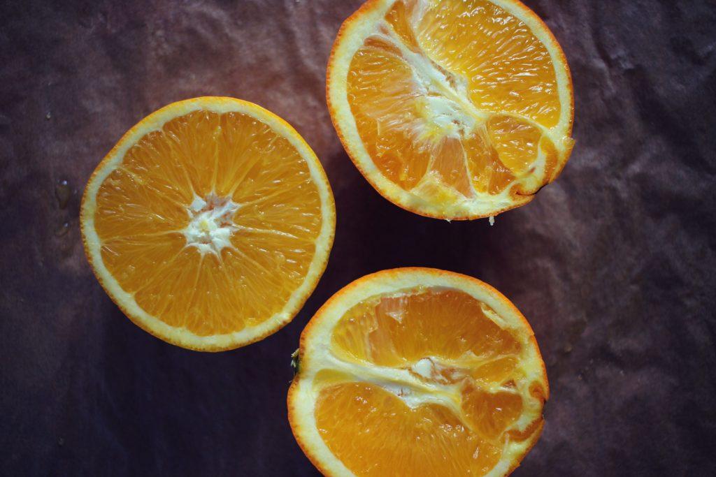 dans-quel-sens-couper-une-orange-en-2-jus-orange-bases-cuisine-7