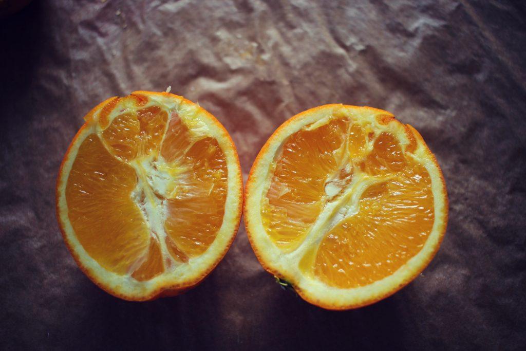dans-quel-sens-couper-une-orange-en-2-jus-orange-bases-cuisine-8